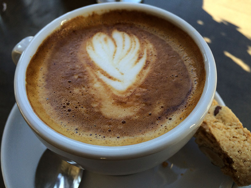 Café Sfouf cappuccino: traditional Italian flavors