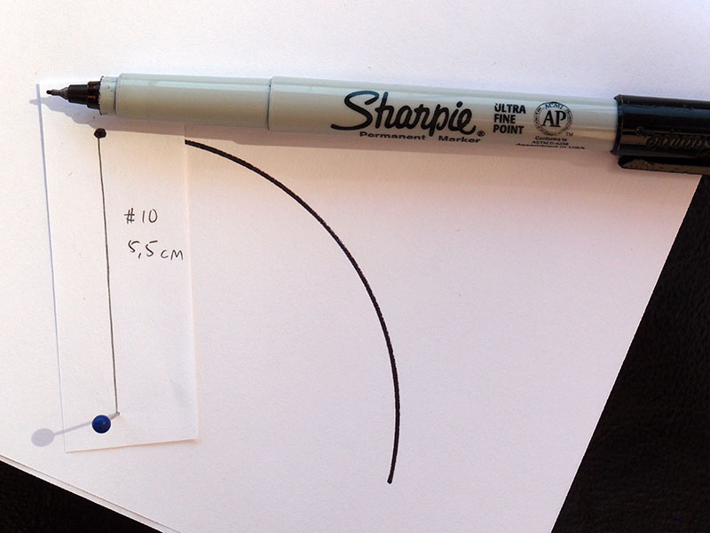 Mon compas de fortune: un bout de papier et une épingle.